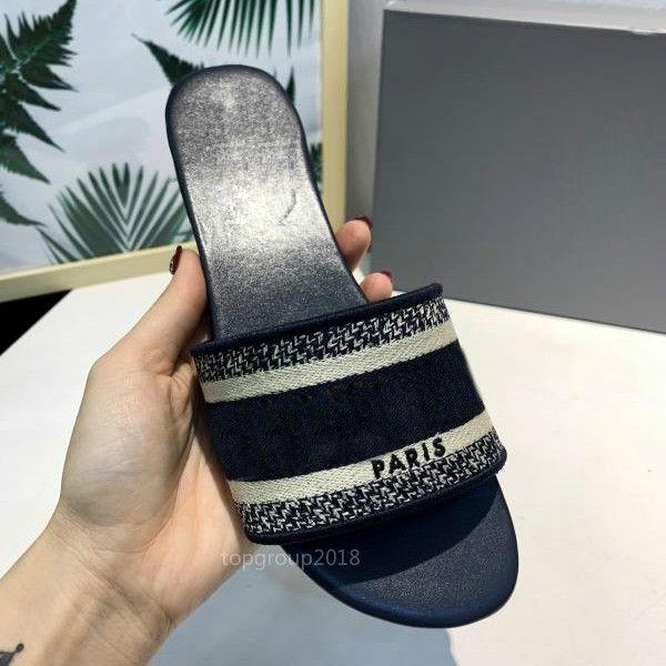Paris Damen Hausschuhe Scuffs Sommer-Sandelholz-Strand-Slide Hausschuhe Mädchen Flip Flops Loafers Schöne gestickte Slippers