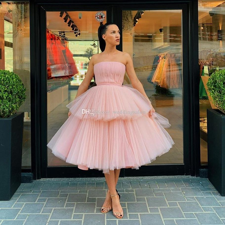 Pink Tiered Ball Gown Short Prom Dresses Strapless Neck Pleated Formal Dress Knee Length Tulle Evening Gowns