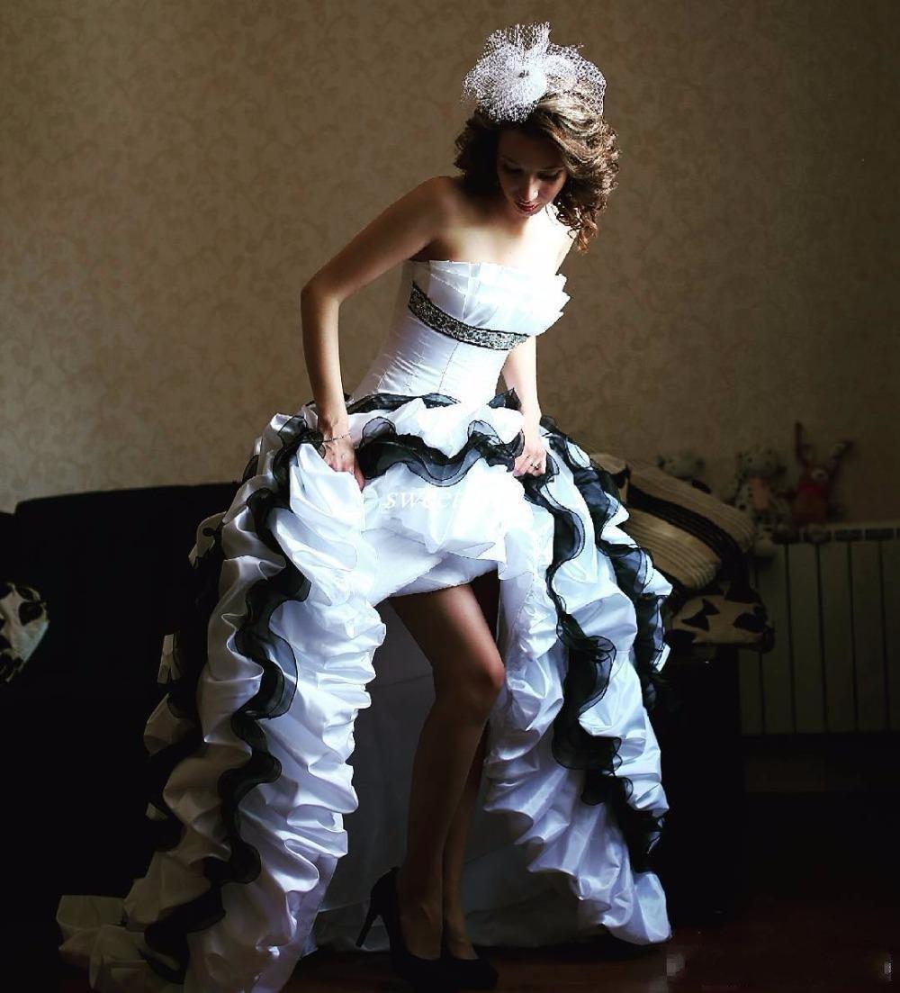 Gótico blancos y de los vestidos de novia negro 2018 del vestido de tafetán de novia Vestidos de época festoneado volante Sexy Alto Bajo boda con el arco grande de las colmenas