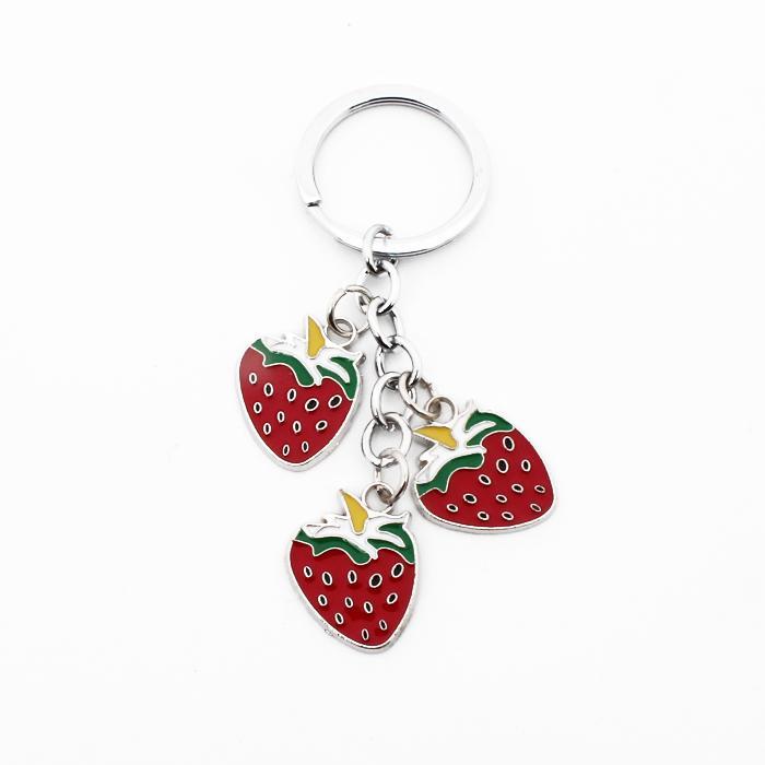 PAR LIVRAISON GRATUITE DHL 100pcs / lot Nouveau Belle Porte-clés de fraises en métal en alliage de zinc de fruits fraises Porte-clefs Cadeaux Femmes
