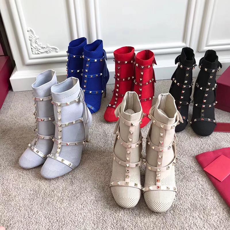 Diseñador de los pernos prisioneros botas calcetín de tacón alto de cuero recortado la bota del tobillo del estiramiento tejer calcetín botines jaula remache botas de 105mm para la mujer con la caja US4-10 v0