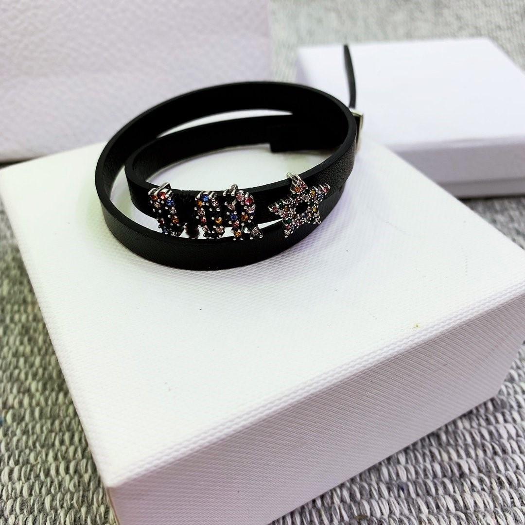 Au début du printemps 2020, le nouveau bracelet collier en cuir diamant de couleur laiton avec cristal style étranger est polyvalent