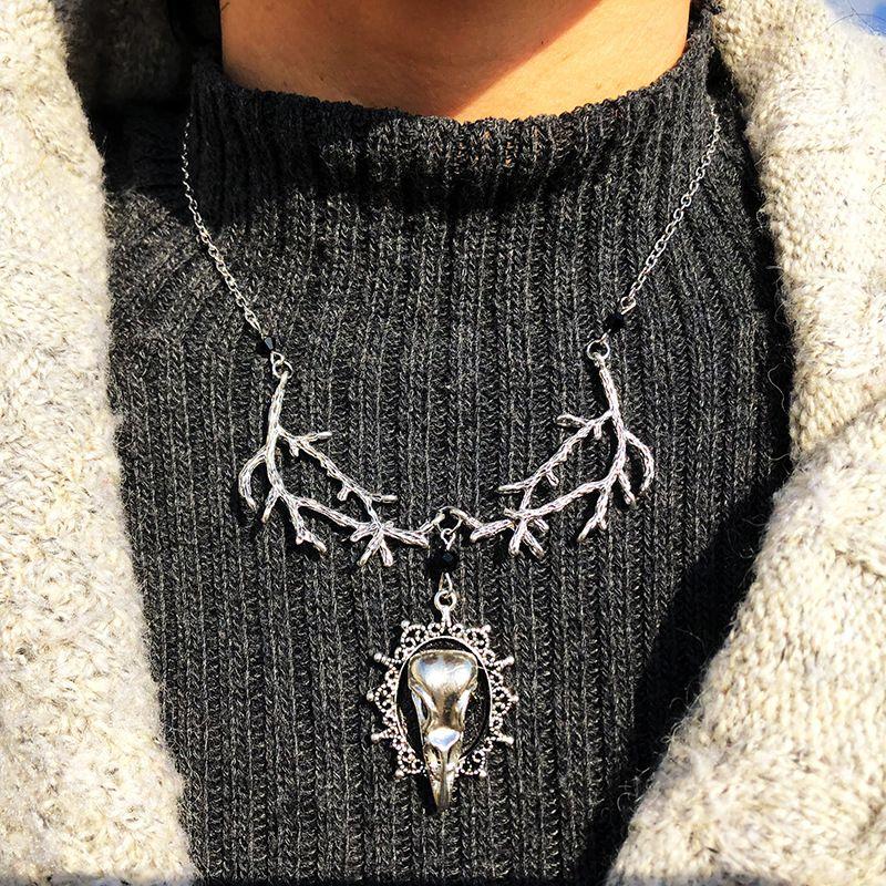 Sıcak Gotik Ağaçkakan Tuhaflıklar Raven Kuş Kafatası kolye kolye Gizemli enerji Antik Gümüş Dallar kolye Kadınlar Erkekler