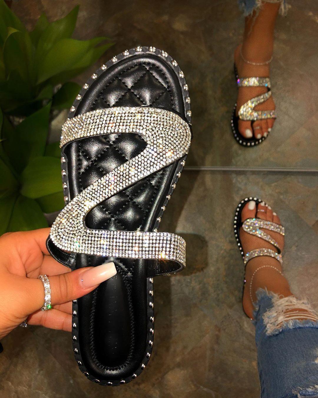estilo explosão mulheres chinelos de verão novos sapatos de praia sapatos rasos mulheres moda strass sandálias das mulheres