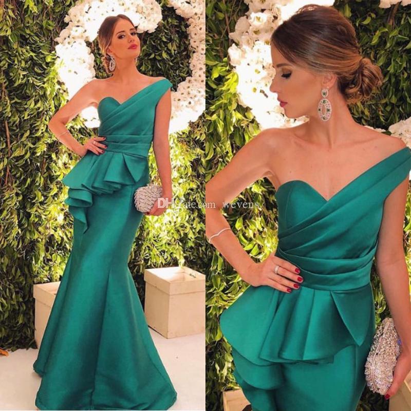 Hunter Green Un hombro Sirena Vestidos de dama de honor Volantes en niveles Cintura Satén Largo Vestido de dama de honor Largo del piso Vestidos formales