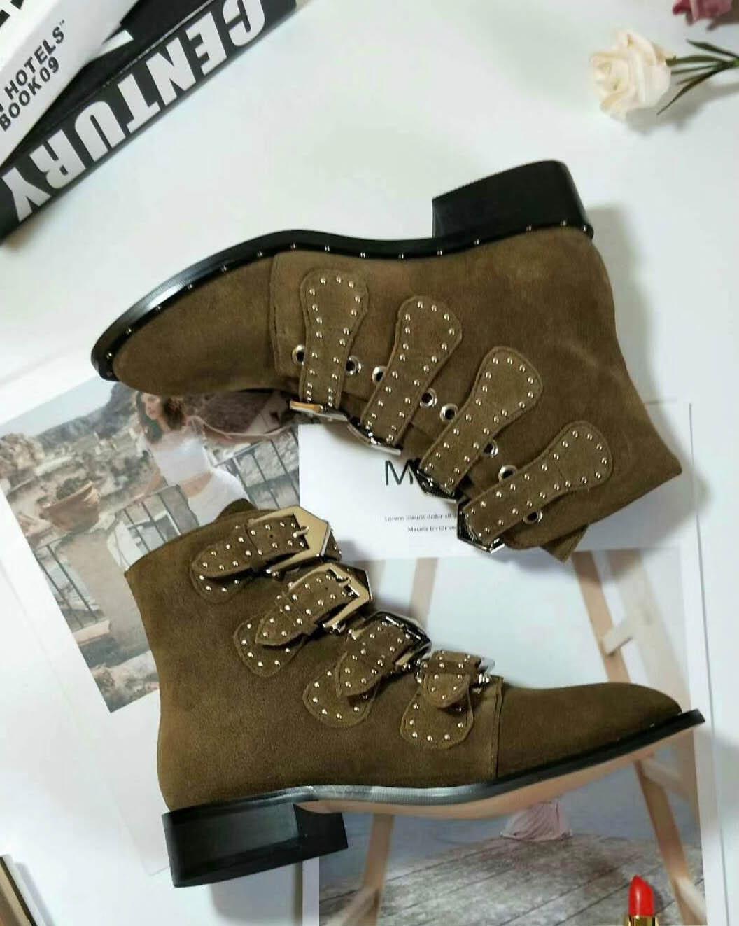 Hebilla caliente forrado-Sale-tachonado de cuero superior de Susanna cargadores del tobillo para las mujeres redondas del dedo del pie Tacones gatito mujeres de los zapatos zapatos de mujer