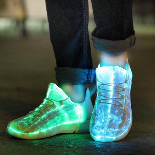 Kadınlar BoysGirls USB Şarj Ayakkabı Light Up Ayakkabı Çocuk LED Sneakers EUR 26-44 için Moda Fiber Optik Aydınlık Sneakers
