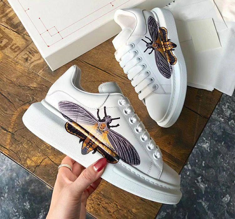 Mulheres dos homens do desenhista calçados casuais tênis de couro de luxo Bee Crânio bordados Imprimir cor sólida Lady Dress sapatilhas sapatos de caminhada chaussures
