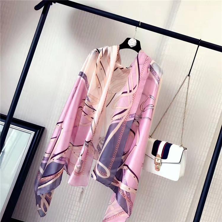 New-womans Fashion Designer marque Foulard haute qualité conception mince carrés 100% soie classique impression womans foulards pour les femmes H-2205B