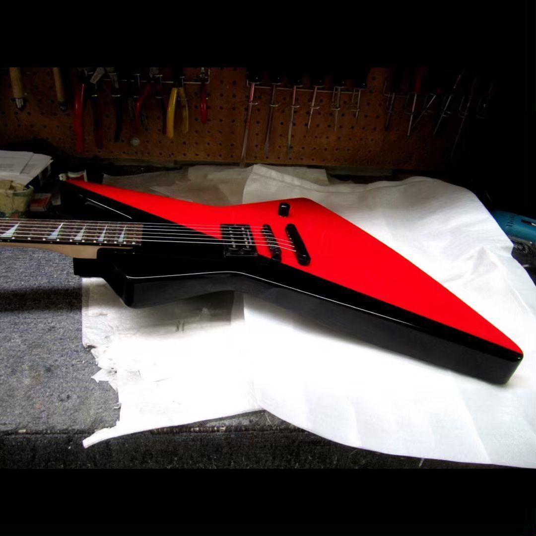 Fábrica especial personalizado Vermelho / guitarra elétrica de corpo preto com hardware preto, Rosewood Fingerboard, pode ser personalizado