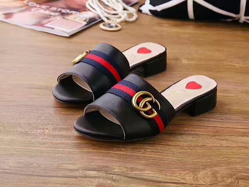 Remache de 2020 mujeres de la marca de zapatillas de arco de espiga plana deslizadores inferiores de las sandalias de los zapatos de las niñas con incrustaciones de verano fresco de diapositivas playa es la jalea