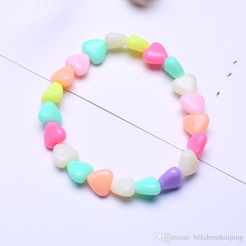 Vendita calda bambini ragazze di colore della caramella cuore bordato in acrilico braccialetti di fascino per bambini festa di compleanno braccialetti gioielli