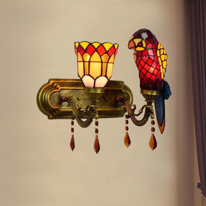 American Retro Parrot Decoración de cristal luces de pared de vidrio Tiffany Style Hotel Sala de estar Dormitorio de la cama de la cabecera de la cabecera de la pared de la pared de la cabeza de la cabecera.