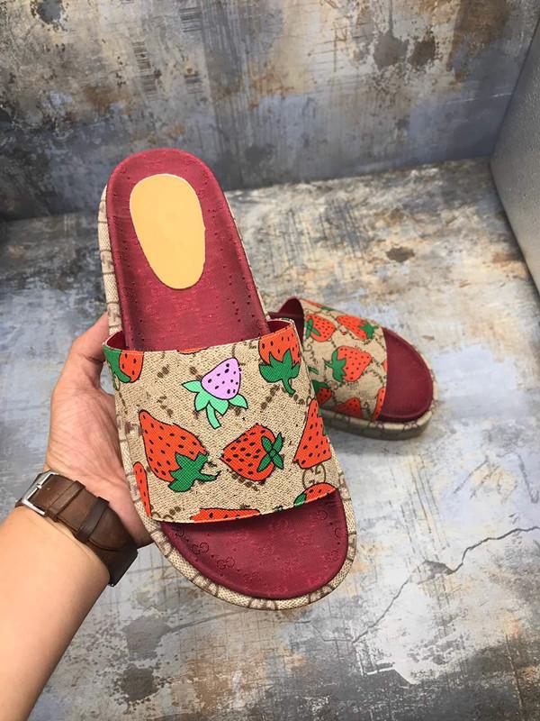 Tasarımcı-Yüksek Kalite Lüks Womens Yaz Kauçuk Sandalet Plaj Slide Moda çizikleri Terlik Kapalı Ayakkabı