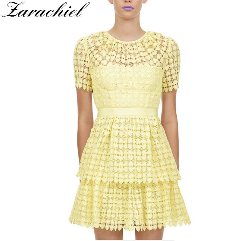 2020 Summer Autoportrait Robe jaune Femmes Tempérament dentelle Slim taille évider vacances Robe Femme couche de gâteau Mini robe