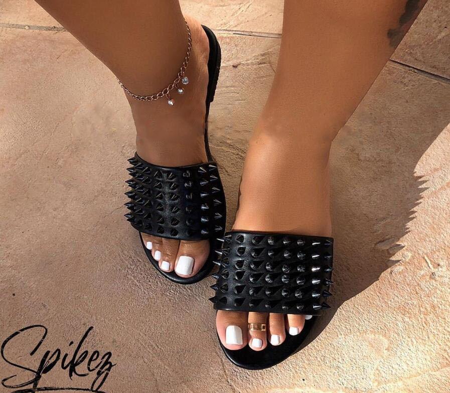 Sagace resbalón ocasional remache de las mujeres zapatos de interior y al aire libre sólidos zapatos Slip No hay playa del verano sandalias femeninas deslizador