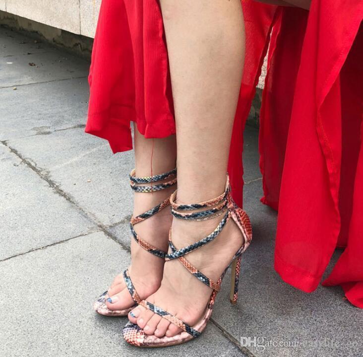 2019 Sıcak satış kadın sandalet Yaz Kadın Python Sandalet Platformu Yüksek Topuklu Çapraz Strappy Stilettos Geri Zip Ayakkabı Elbise Sandlias
