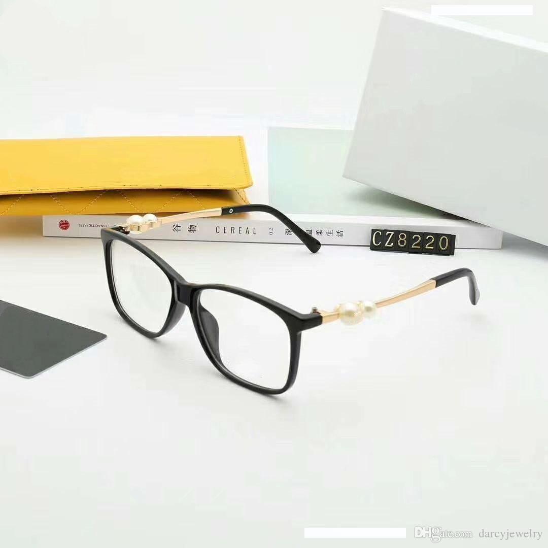 luxo- Óculos Designer óculos de sol à moda da Moda Mulher Pérola Ornamental vidros míopes Modelo de vidro Optica C8220 4 cores opcional com caixa