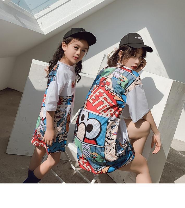 Senso de design pai-filho T-shirt 2020 de primavera e verão novos produtos mãe há muito desenho animado e vestido filha