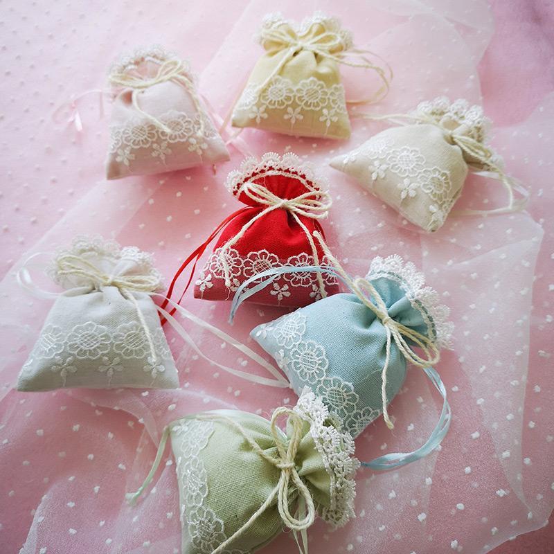 Fête de mariage sac cadeau Sèches fleur sac de rangement 30PCS Sachet Bijoux Paquet Boîte dentelle brodée bonbons Organisateur Sachet