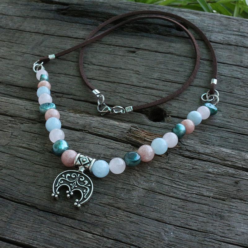 8mm Süßwasserperlen mit Farbsteinen Perlen Halskette, slawische ethnische Schmuck, Lunula Anhänger Mond Crescent Halskette Anhänger