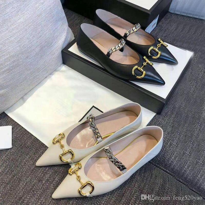 2020 Sommer neue Designer-Frauenkleidschuhe 100% Leder Modemarke Spitzschuhe Metallbuchstaben Luxus-Dame flache Freizeitschuhe Größe 35-41