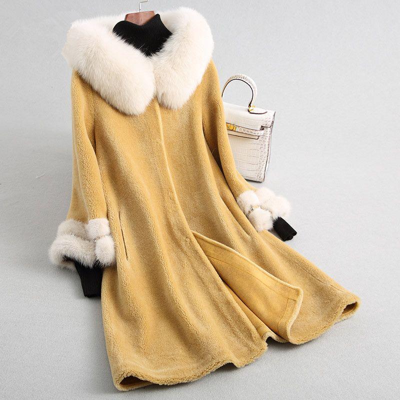 High Quality Real Wool Fur Coat Sheep Shearing Jackets Natural Fur Collar Hooded Long Winter Jacket Women Mink Cuff Z567