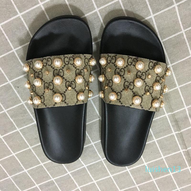 Chegada Nova mens e mulheres Moda causais Sandals designer com efeito pérola e tonificado ouro Studs Designer Flip Flops l13