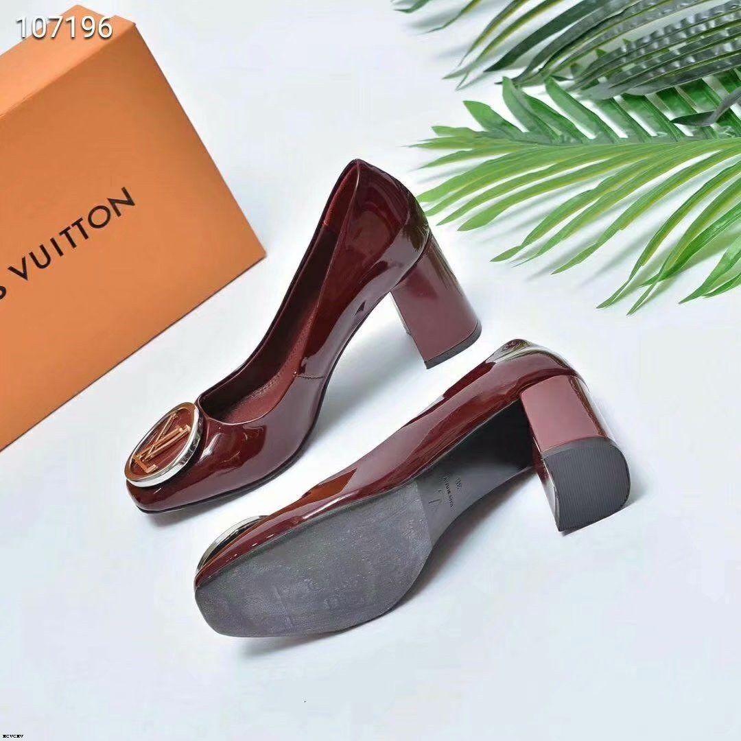 19SS 2019 primavera nuevos solos zapatos de espesor de alta ante el talón negro en punta del dedo del pie la cabeza mujer con las mujeres bombea los zapatos de salvaje el envío libre