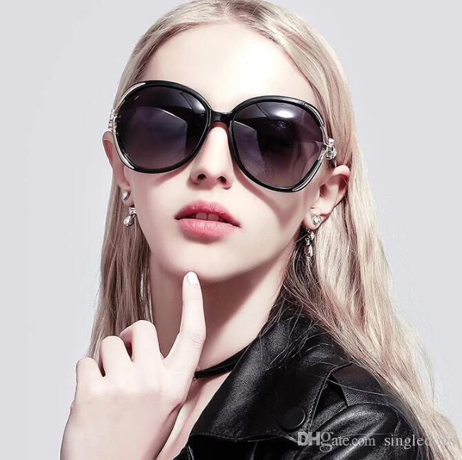 Europeus e Americanos tendência grande caixa de óculos de sol das senhoras personalidade oco trevo de quatro folhas incrustada óculos de sol Olho de Gato Pérola Óculos De Sol
