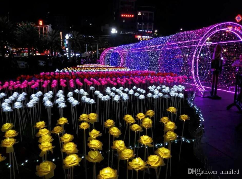 فانوس الصمام أضواء الحلم تظهر الصمام الورود الزهور الملونة الصمام في الهواء الطلق ساحة المشهد حديقة لامعة أضواء عطلة LLFA