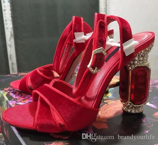 2019 أزياء الصيف صندل حذاء أحمر بنفسجي أسود الحرير جلد الماس كعب مكتنزة كعب حذاء الزفاف العرسان sandalias