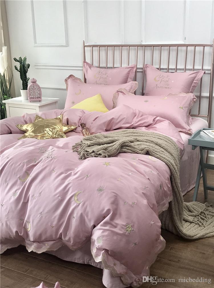 freies Verschiffen Kleines frischer Stern Mond Muster Baumwollstickerei 60 langstapelige Baumwolle vierteilige Baumwolle Bettbezug Pulver gesetzte Steppdecke