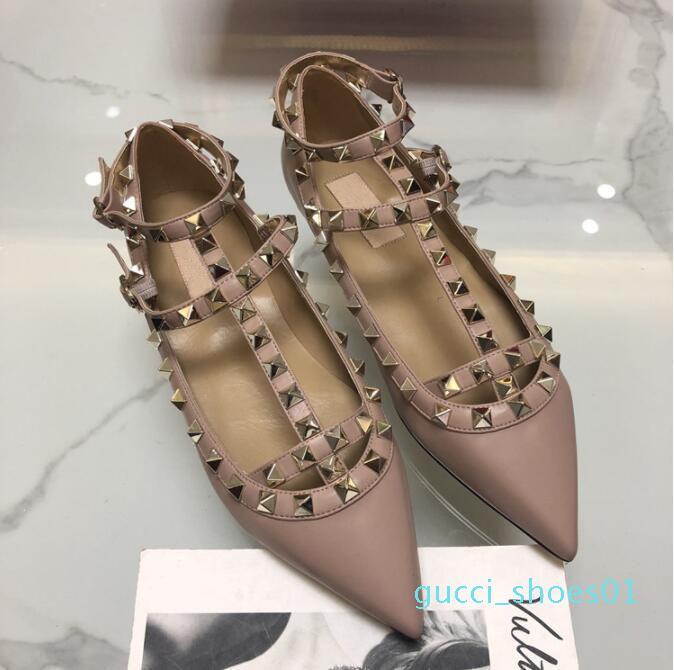 2019 Nouveau V Rivets à bout pointu plat Stiletto Sandales 2 sangles Sandales en cuir verni chaussures plates de femmes Chaussures de mariage de G01