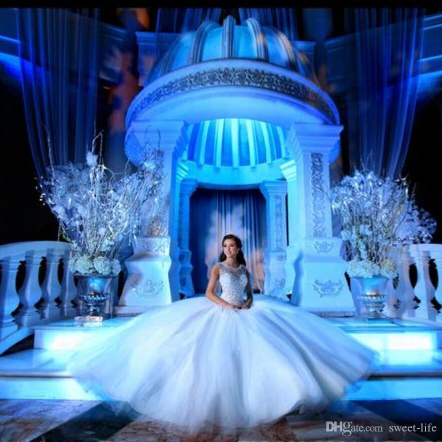 2020 vestido de bola nupcial blanco sin espalda largo del partido vestidos formales de cristales de lujo vestido barato Vestidos de Fe