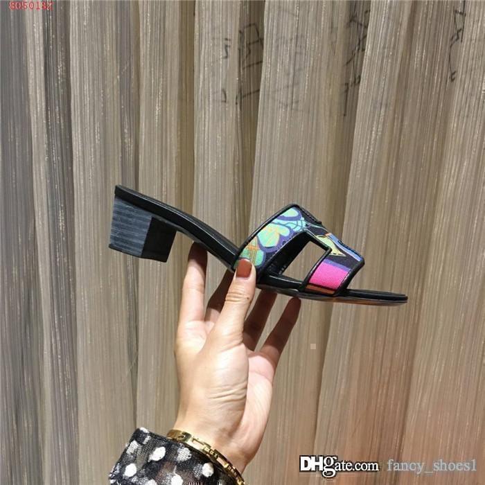 Spring and summer 2020 new color flat flat flip-flops round head non-slip wear casual flip-flops thick heel heel sandals for women