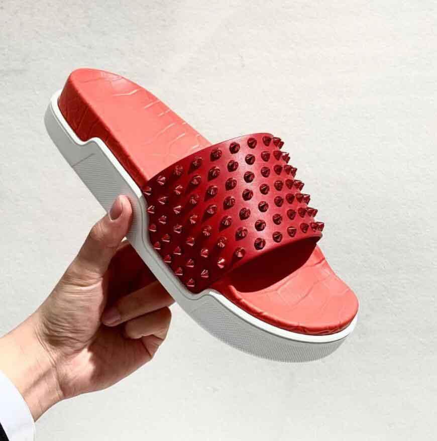 Luxe d'été Hommes Spikes Glissement Piscine Red Bottom Fun Sandales Designer La meilleure qualité flip flop sandales Chaussures plates Man plage glissades