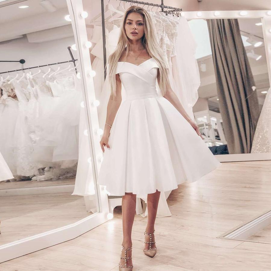 2020 Poco Tipo de ropa blanca fuera del hombro una línea de vestidos de novia vestido de boda barato corto rodilla de raso vestidos de novia del traje de mariage