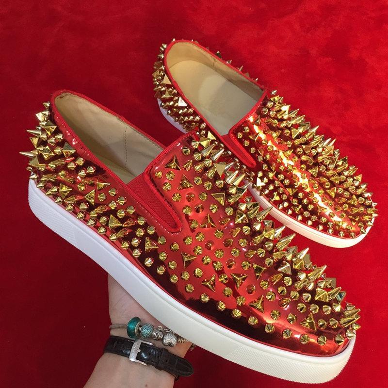 homens agradáveis estilo designer modelo paris deslizar sobre sapatos casuais mulheres vermelho único fundo plano design de moda corte baixo sapatos picos de couro reais cravejado
