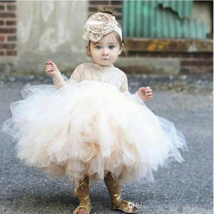 Billiga 2020 Härliga Flower Girls 'Dresses Elfenben Baby Spädbarn Toddler Baptism Kläder Långärmad Snörning Tutu Ball Gowns Birthday Party Dress