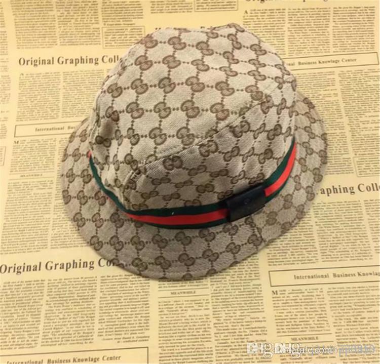 Moda Tasarımcısı Deri Mektup Kova Şapka Mens Womens Için Katlanabilir Kapaklar Siyah Balıkçı Plaj Güneşlik Satış Katlanır Adam Melon Kap