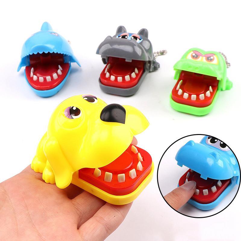 Tek Satış Yaratıcı Komik Bite Parmak Köpekbalığı Hippo Timsah Köpek Parmaklar Oyunu Komik Oyuncak Aile Prank Oyuncaklar İçin Çocuk Gags Bite