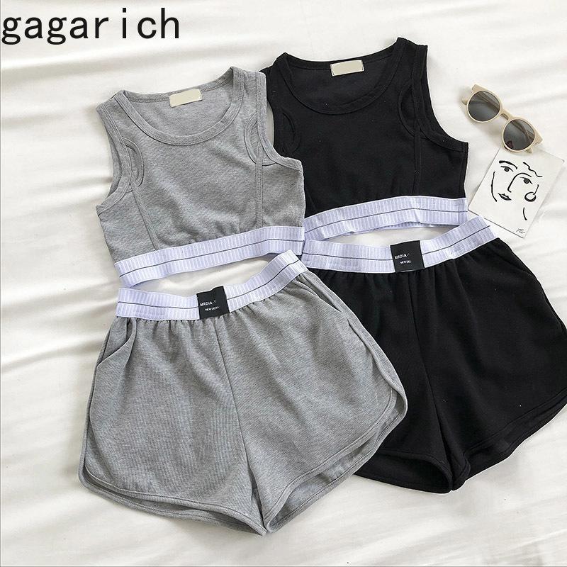 Gagarich Donne insieme a due pezzi di sport di stile femminile Estate 2020 New coreano sexy di stile breve Crop Vest elastico a vita alta Pantaloncini T200704