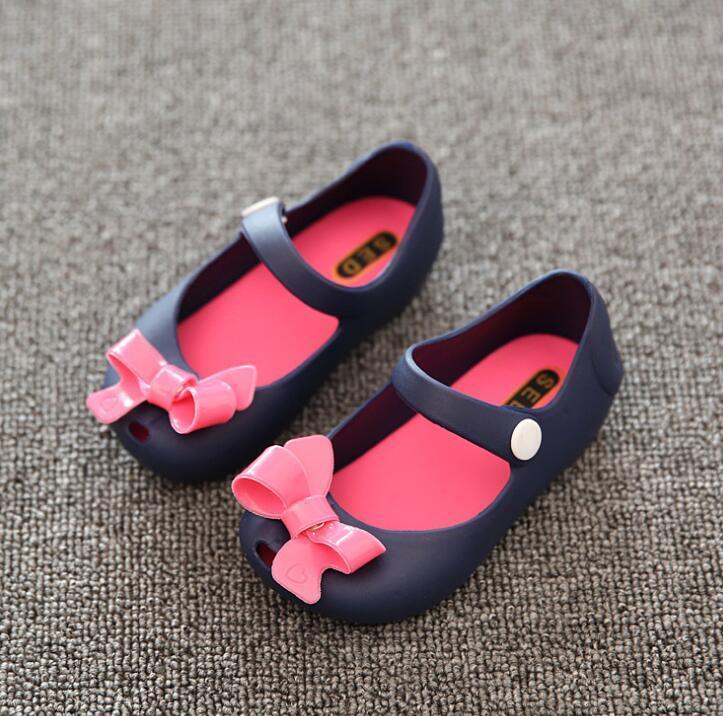 2020 Mini-Sed-Sommer-Baby-Sandelholz-Plastikbogen Tuch Baby-Fisch-Mund-Kinder Schuhe Mädchen Schuhe