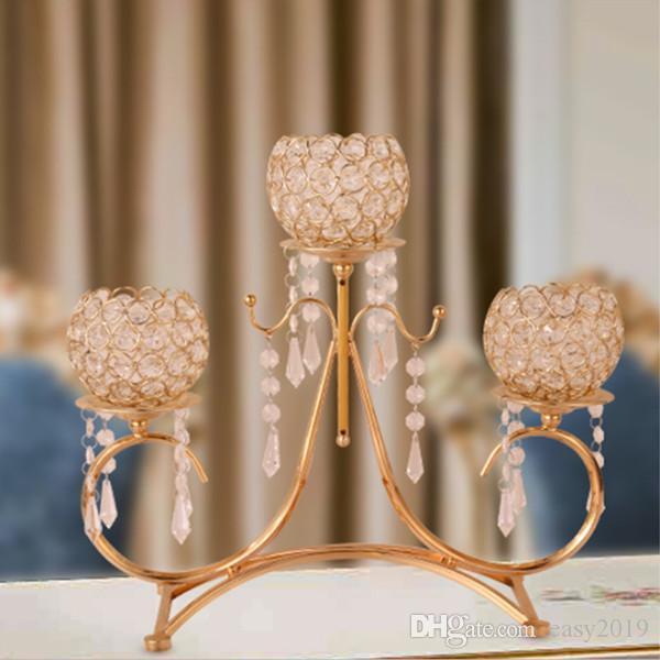 Los titulares de vela de cristal plateado de oro de 3 brazos de velas de los candelabros de metal colgantes para la decoración del hogar o de la boda