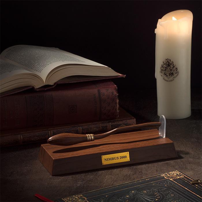 Harry Broomstick Pen Suspension Pen Botter Cosplay Accesorios Magic Wand Light Wheel 2000 Ação Cosplay Adereços Crianças Brinquedo Presente Xmas Natal