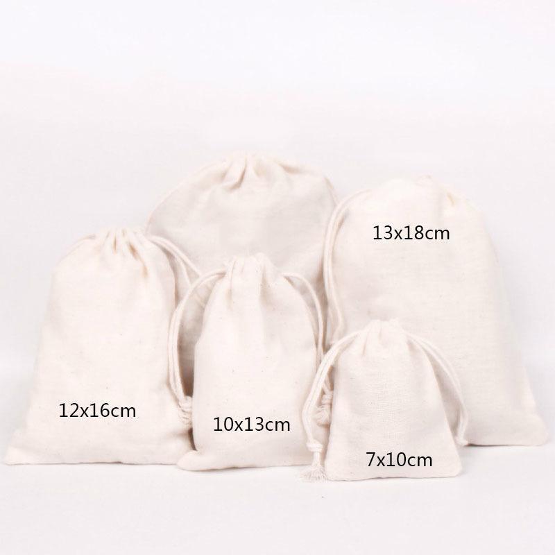 50PCS хлопок мешок ювелирных изделия Упаковка Чистый хлопок Drawstring мешок состав партия подарок венчание Ткань для хранения упаковки сумки персонализированного логотипа T200602