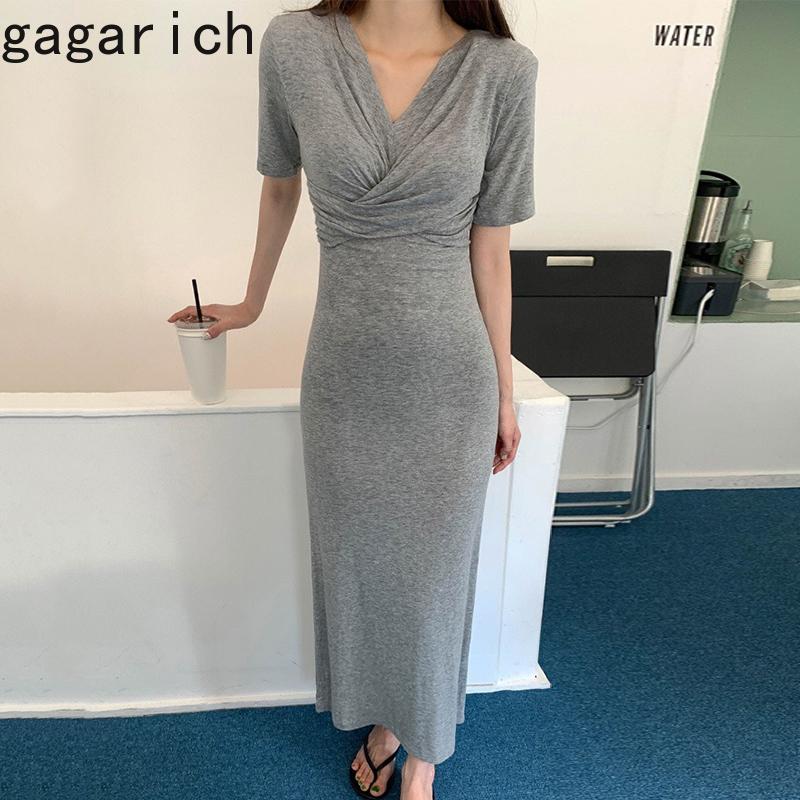 Gagarich malha V Neck Magro Vestido Sólidos Elegante Mulheres plissadas manga curta Tide Partido Bodycon Mom Cruz Sexy Midi vestido do verão