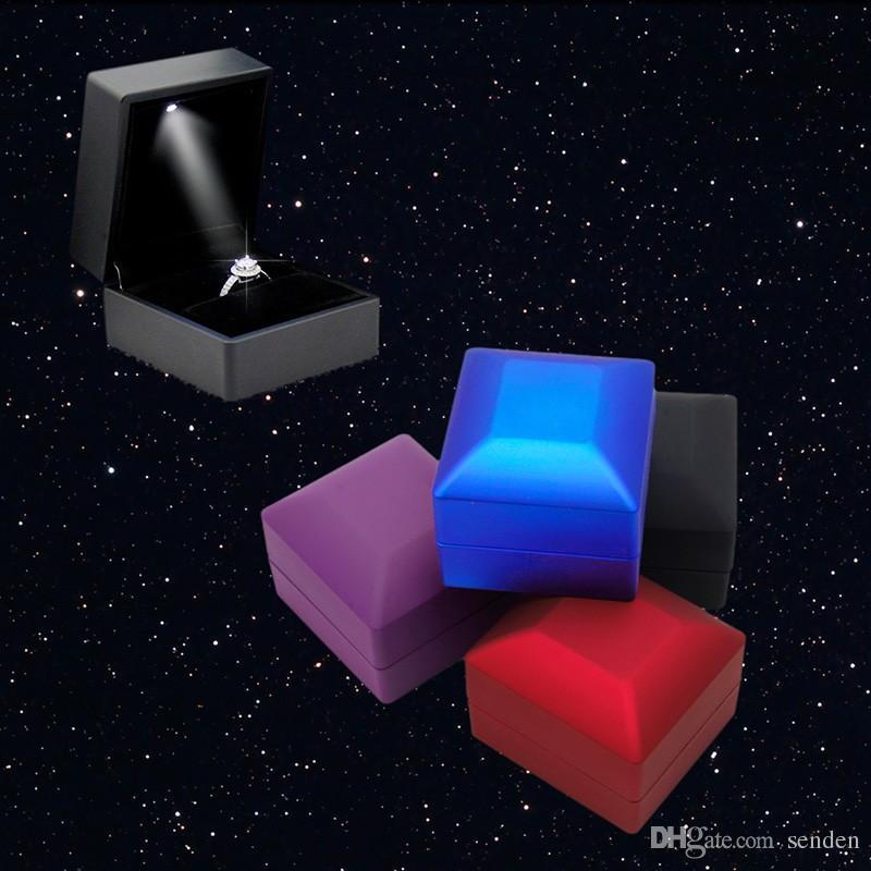 Anillo de Pendiente Iluminado LED Caja de Regalo Anillo de Bodas Exhibición de la Joyería Organizador de Embalaje Almacenamiento Para Caja de Anillo de Compromiso Titular de la Caja