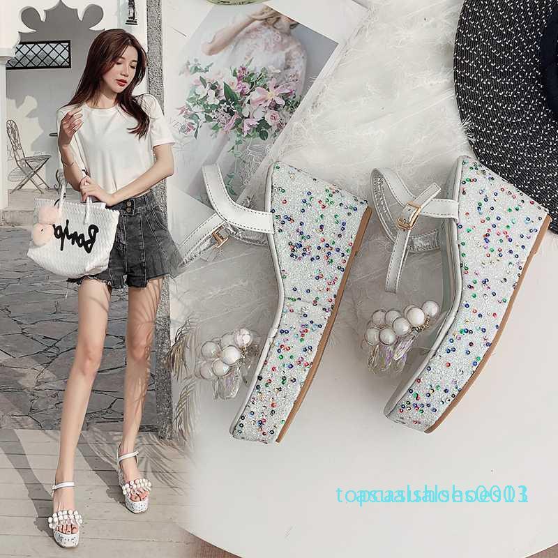 2020 Moda Kadın Sandalet Çiçek Dekor Açık Burun Kamalar Yüksek Topuklar Ayak bileği Toka Kayış Yaz Elbise Bayanlar Sandalet Sarı / Gümüş t13